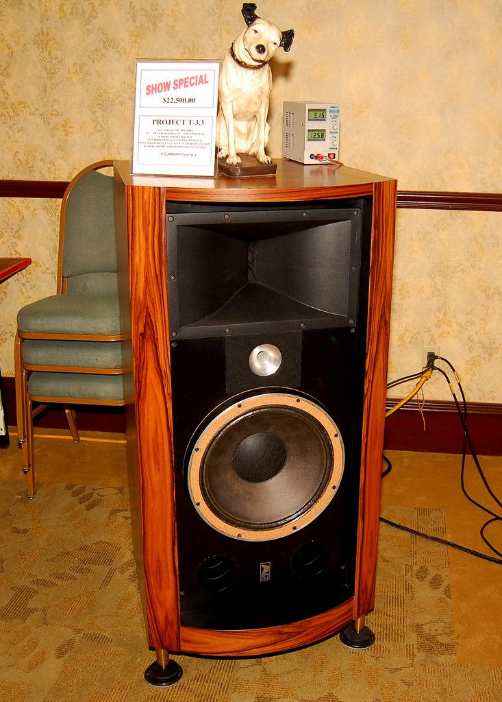 http://lonestaraudiofest.com/2009/Photos/ClassicAudio_01.jpg