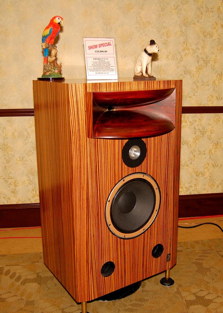 http://lonestaraudiofest.com/2009/Photos/ClassicAudio_03.jpg