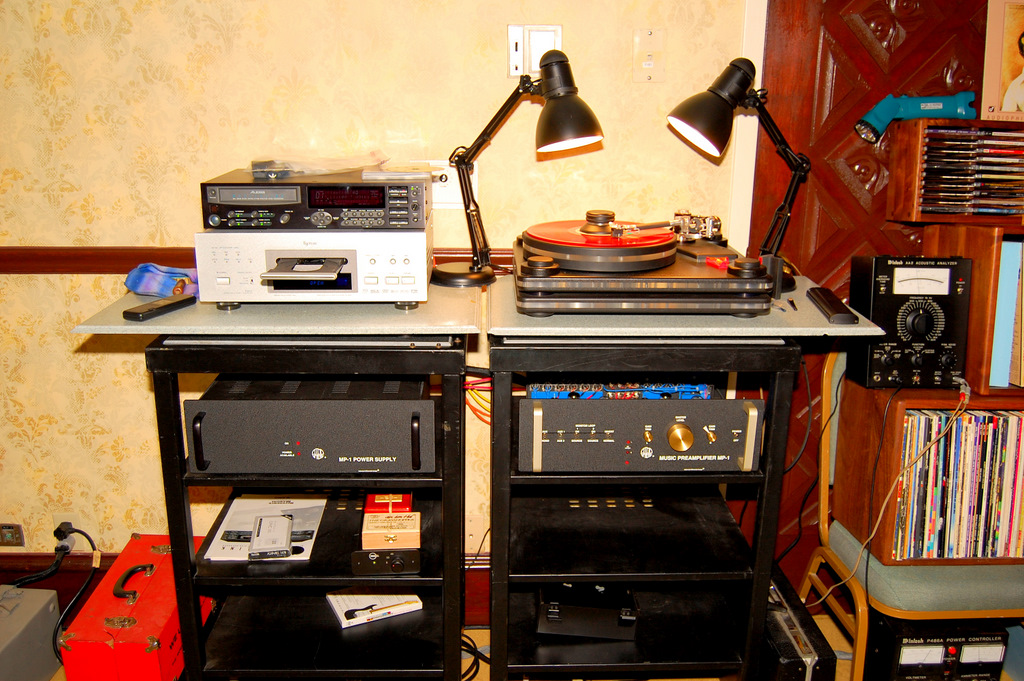 http://lonestaraudiofest.com/2009/Photos/ClassicAudio_04.jpg