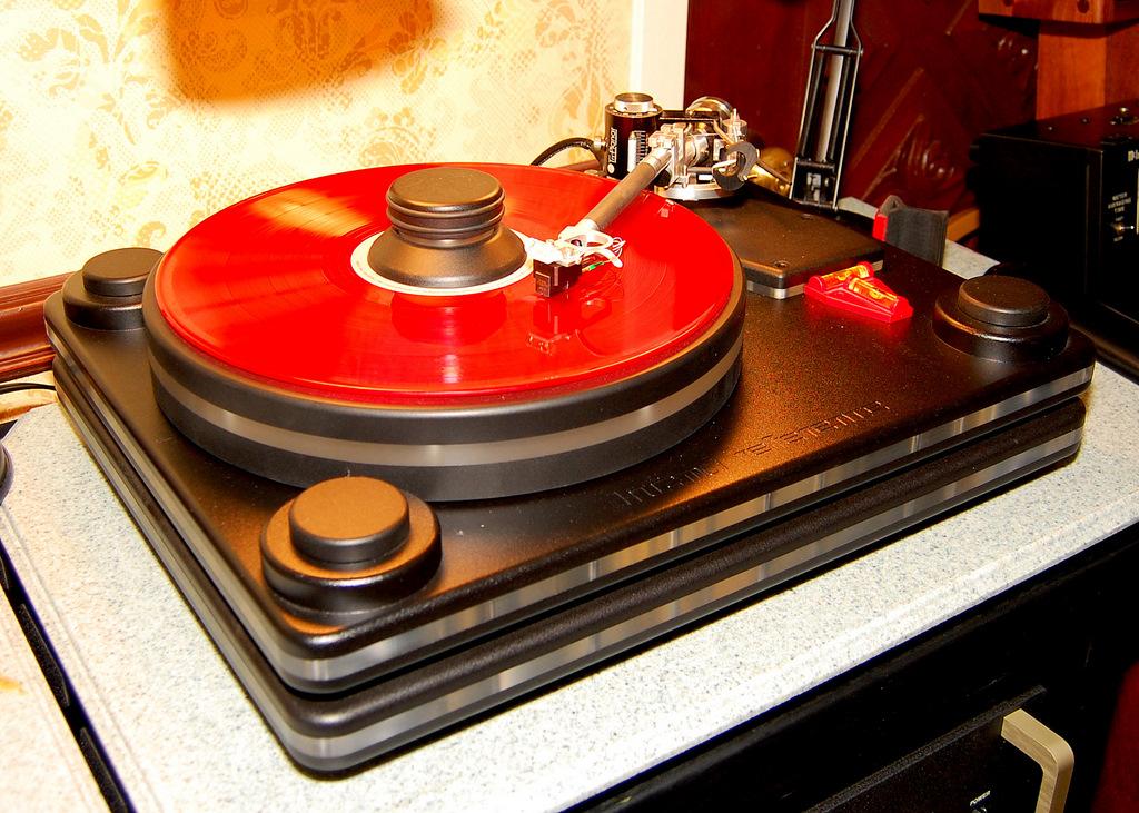 http://lonestaraudiofest.com/2009/Photos/ClassicAudio_05.jpg