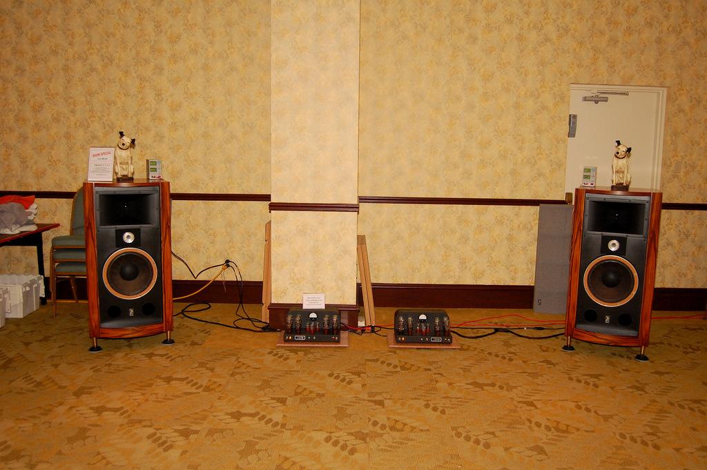 http://lonestaraudiofest.com/2009/Photos/ClassicAudio_08.jpg