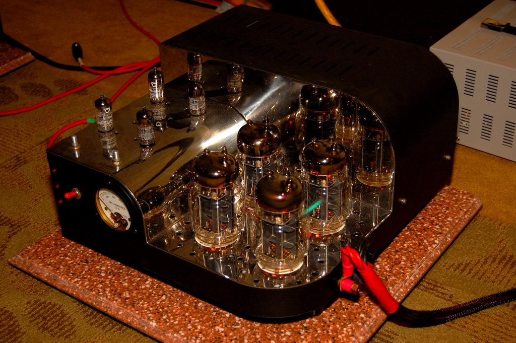 http://lonestaraudiofest.com/2009/Photos/ClassicAudio_09.jpg