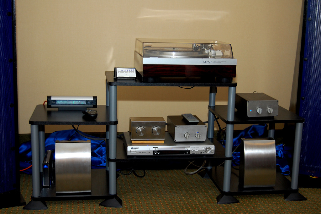 http://lonestaraudiofest.com/2009/Photos/Crescendo_01.jpg