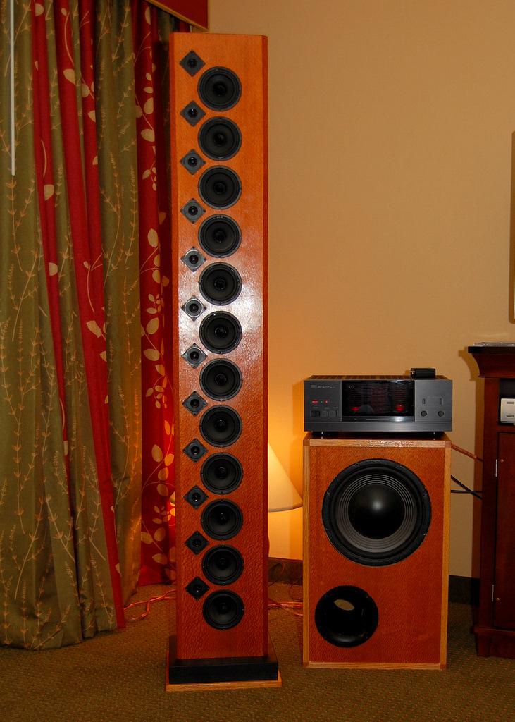 http://lonestaraudiofest.com/2009/Photos/SmithAndLarson_02.jpg