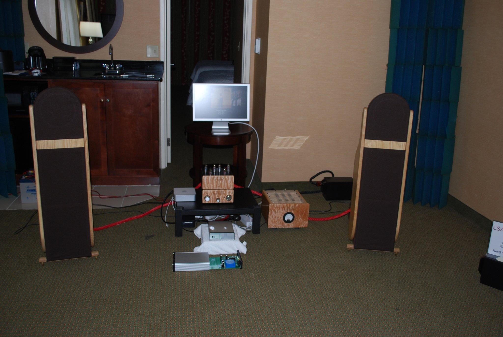 http://lonestaraudiofest.com/2010/Photos/Dsc_0024.jpg