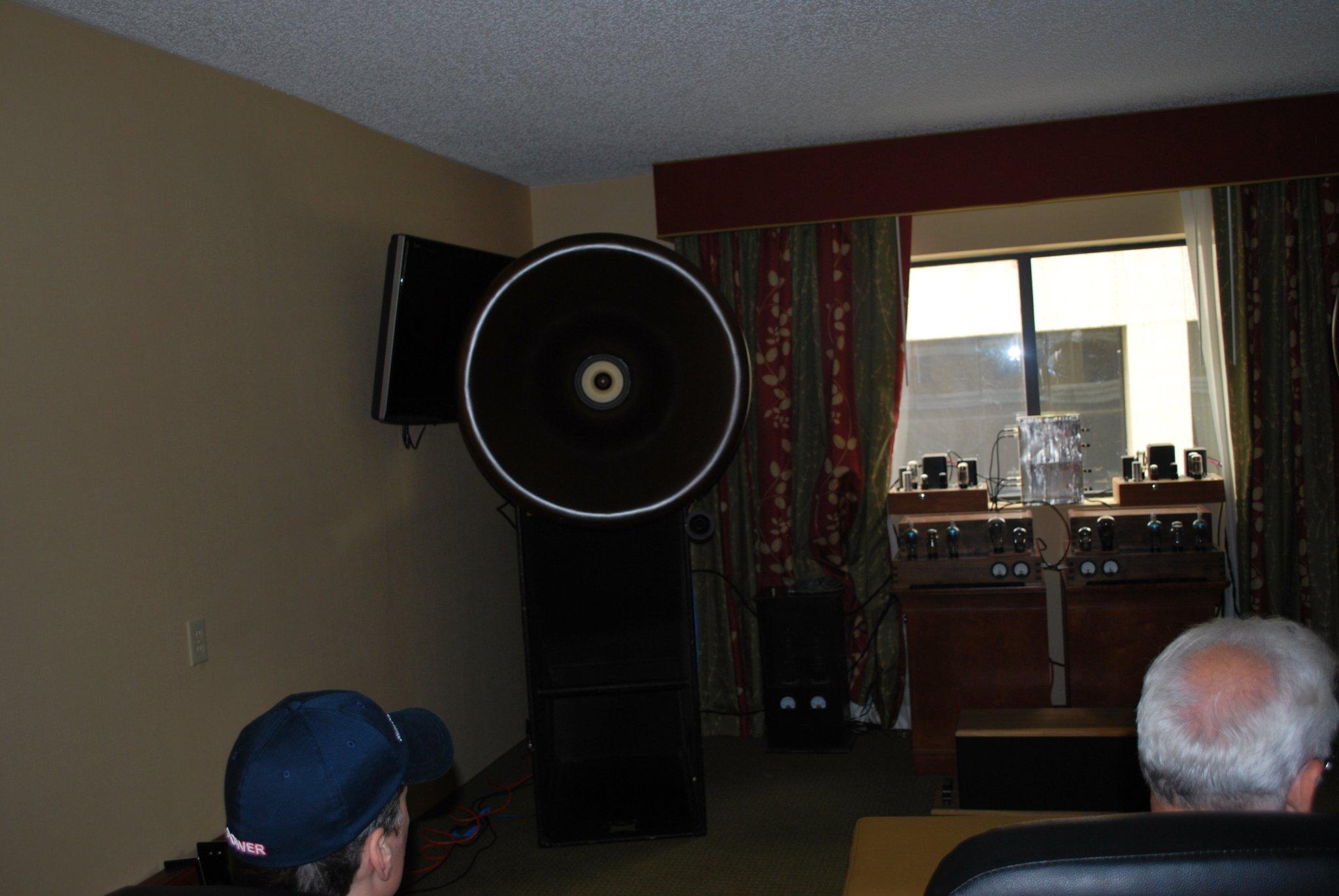http://lonestaraudiofest.com/2010/Photos/Dsc_0038.jpg