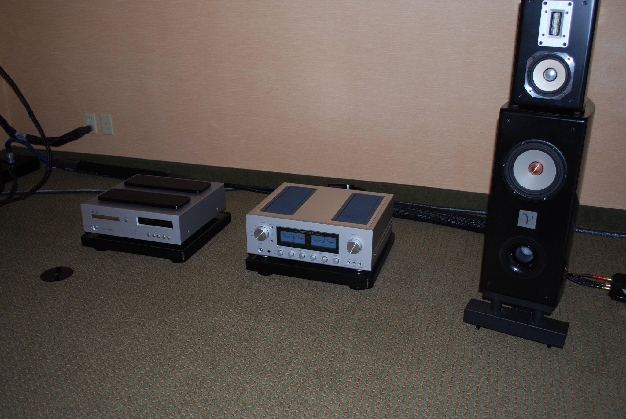 http://lonestaraudiofest.com/2010/Photos/Dsc_0056.jpg