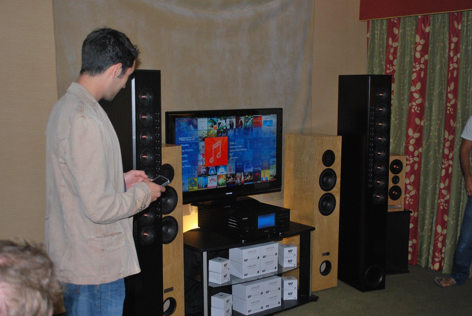 http://lonestaraudiofest.com/2012/Photos/DSC_0024.JPG