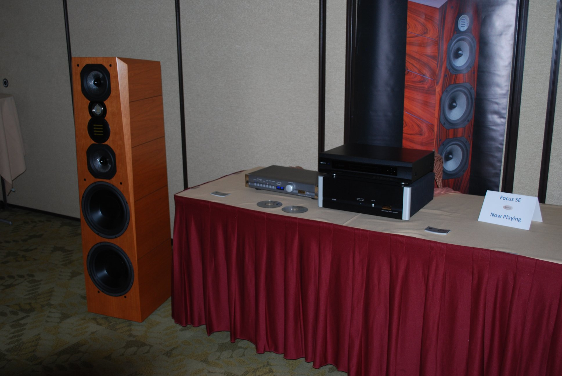 http://lonestaraudiofest.com/2012/Photos/DSC_0058.JPG